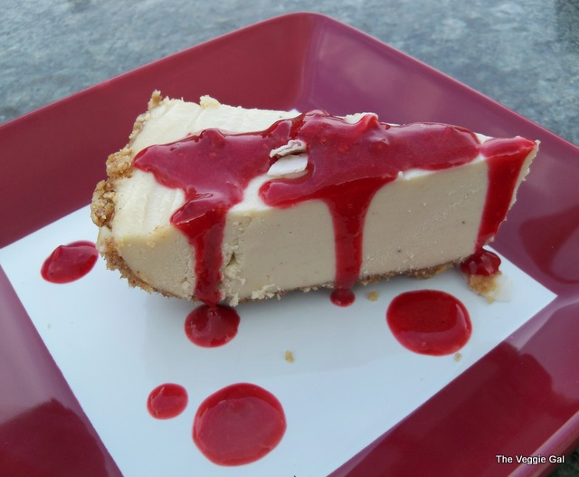 RAW-Vegan cheesecake with raspberry sauce